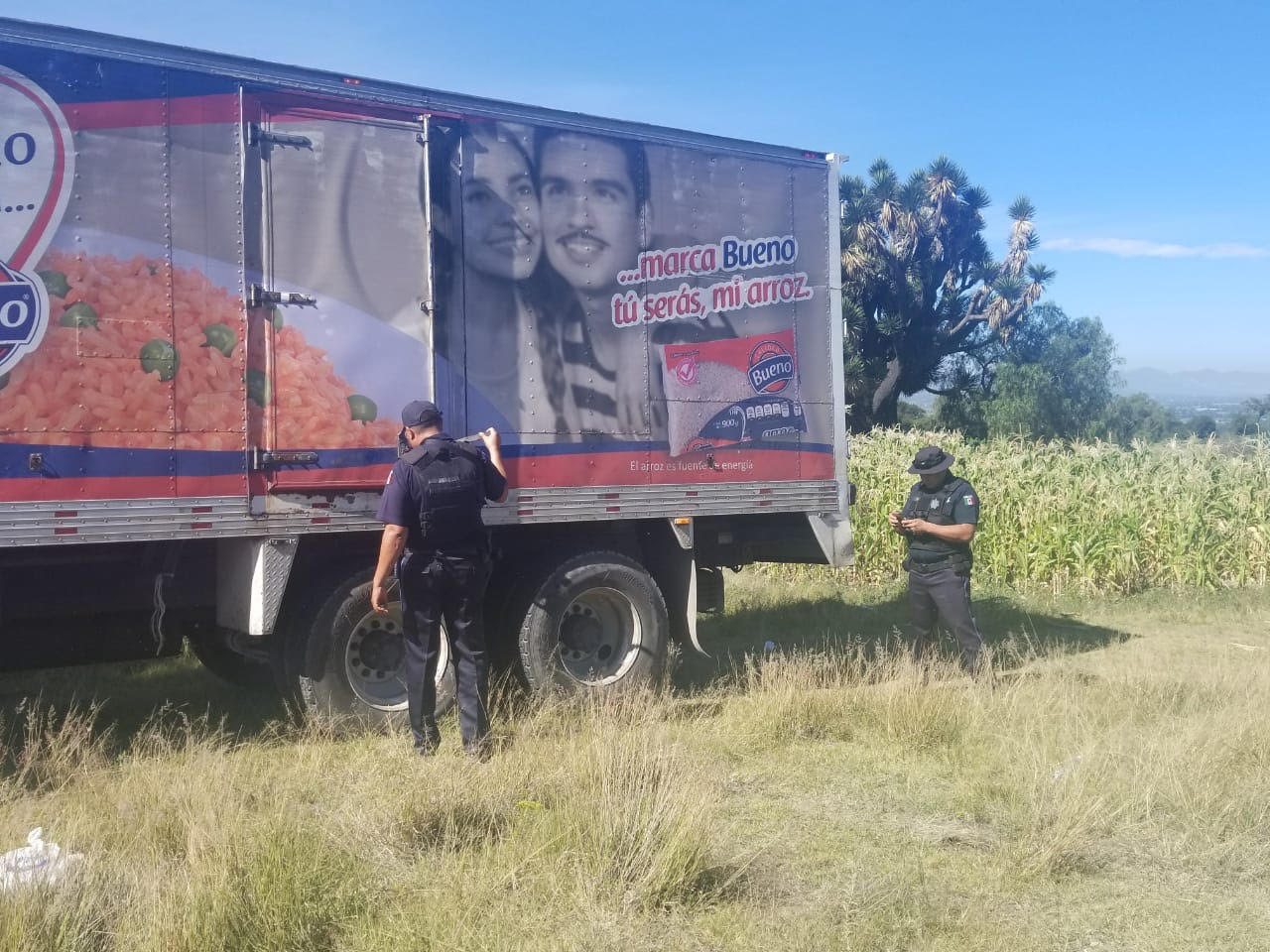 VIDEO Abandonan 13 ton de arroz en Tecamachalco