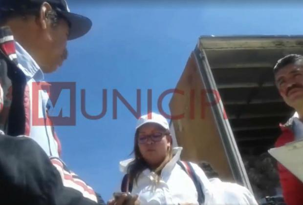 Video: Sin iniciar campañas, priista regala despensas en Tlahuapan