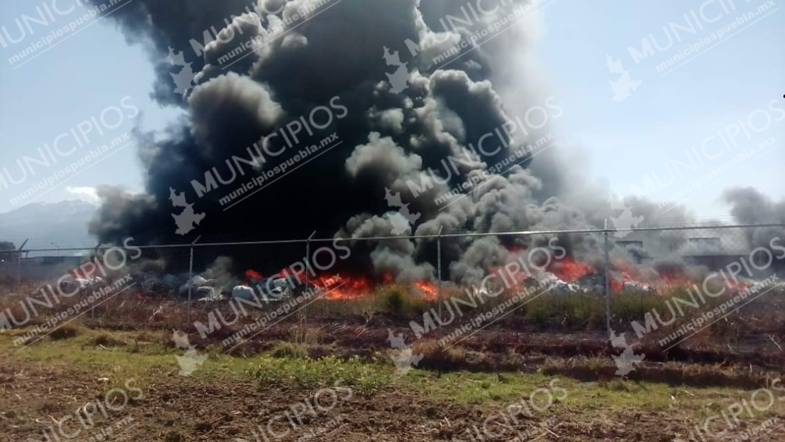 VIDEO Pánico por incendio sobre la federal México-Puebla