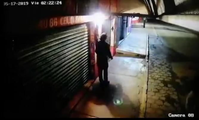 VIDEO Hasta los focos se roban en Tecamachalco